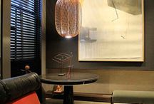 Mostra CasaCorSP2016 / O projeto de Olegário de Sá e Gilberto Cioni, Biblioteca do barista, especificou duas peças importadas do design espanhol, a linha de produtos ANWAR.