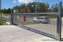 Gates cantilevered / cantilevered slide gates