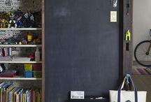 Quadro negro em casa! / A Tintas Coral possui uma linha específica para pintura de quadro negro, chama-se Esmalte Sintético Coralit Fosco e você encontra aqui na Politintas! Inspire-se e compre sem sair de casa: 0800-888-1154