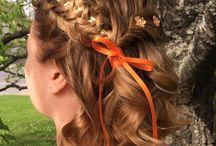 Tranças com fita / Podendo ser utilizada em qualquer tipo de cabelo ou modelo de trança, a fita colorida garante um visual lindo e cheio de estilo.