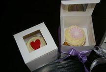Cake & Cupcake Displays / http://www.weddingfaire.com.au/cakes-cakes-cakes/