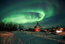 Auroras Polares:  Aurora Boreal (no Hemisfério Norte) / Aurora  Austral (no Hemisfério Sul).
