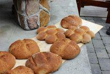 Utendørs Kokkelering / Mat laget ute i vedfyrt steinovn. Her lages pizza, brød og middag :)