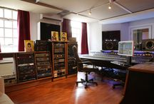 Toast Studios, West London / Toast Studios is a West London Vintage Mixing Studio Miloco ruin partnership with leading producer and mix engineer Craig Silvey.