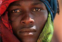 Africa's children / Héros d'Afrique.
