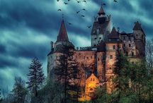 Romania Castle Transylvania, beautiful architecture ❤ / Romania Castle Transylvania : Dracula Castle (Bran Castle), Peles Castle, Poienari Castle, Hunyadi Castle (Hunedoara castle) - travel in Europe and discover amazing architecture
