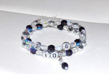 bracelet d'allaitement / Pratique à utiliser, le bracelet d'allaitement vous permettra de vous rappeler facilement de l'heure du dernier repas de bébé, au sein ou au biberon.  Les Perles sont numérotées de 1 à 12, pour les heures, et entre chaque perle numérotée, 3 perles représentent les ¼ d'heure. Toutes les perles sont montées sur un fil à mémoire de forme. https://www.facebook.com/media/set/?set=a.1692493407693827.1073741830.1691938541082647&type=3