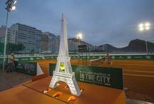 RG World - RG in the City in Beijing & Rio / « Roland-Garros in the City » pose pour la première année ses valises à Rio de Janeiro tandis que l'opération se déroulera pour la quatrième année consécutive en Chine. Les visiteurs vont avoir l'opportunité de vivre l'esprit du tournoi parisien, tout en profitant des installations mises en place.