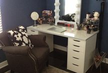 Make-up desks & storage