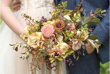 Beautiful wedding floral inspiration / Wedding flowers, bridal bouquets & floral inspiration | Eva Tarnok Photography | London wedding photographer | Natural Wedding Photography | Beautiful wedding photographer | Intimate wedding photographer