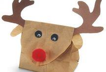 Pacchi e decorazioni natalizie