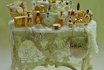 Parfumflesjes 1-12 en sieraden / Parfumflesjes en display, sieraden