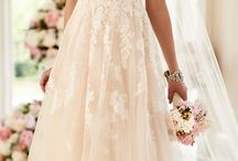Wedding dresses and accessories / Either dresses or part of dresses I like and accessories