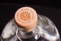 Exclusivo y Sofisticado / Mezcal CONVITE® nace para compartir una bebida selecta, hecha cuidadosamente desde la cosecha de la materia prima hasta el envasado, lo que lo convierte en un elixir, digno de los paladares más exigentes