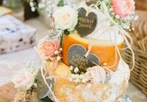 Wedding cakes / Photographs of wedding cakes and cupcakes