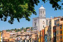 ジローナ / バルセロナの北80キロにある田舎町:ジローナ!  豪華なカテドラル、旧ユダヤ人地区、川に映っている町並み。素敵!