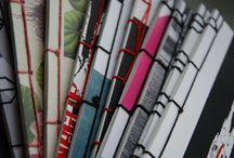 """Scarti d'autore / Quadernetti formato A5 con rilegatura a 4 fori in stile giapponese tipo Fukuro toji e pagine interne in carta riciclata. Le copertine sono tutte ricavate da ritagli nobili di """"scarti"""" d'autore serigrafati a mano: ogni pezzo un pezzo unico!"""