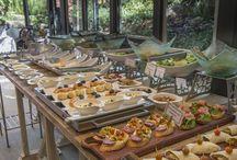 Salad Bar del Medio Día / De Lunes a Viernes ofrecemos este delicioso servicio de Salad Bar. Además puede ser acompañado por carnes grilladas o pastas artesanales.