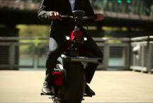 RYNO / Popüler ulaşım araçlarından motosikletlere geleceğin trendi ulaşım araçlarının birleşimiyle ortaya çıkmış Ryno, yenilikçi özelikleriye bu yıl içinde yollarda