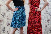 Sommerkleider von Campur / Farbenfrohe Sommerkleider, Blusen und Röcke ob Midi oder Maxilänge. Diese Kleder stehen großen sowie auch kleinen Frauen je nach Länge wählbar. Aus 100% Rayon/Viskose ein kühlender Sommertraum leichter Kringelstoff.