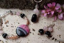 AzaryArt - jewellery / Ékszerek, amiket ásványokból, gyöngyökből, üvegből, kerámiából, fajanszból fűzök. Szívvel, lélekkel. Jewellery by my hand, from minerals, pearls, glass, ceramics, pottery from my heart and my soul.