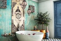 Banheiro oriental / A decoração oriental de um banheiro não precisa necessariamente remeter às suas origens, com luminárias de papel ou escritas em mandarim. O grande destaque certamente é a presença de um ofurô.