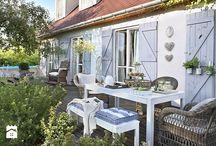 domek taras / urządzenie tarasy stary dom drewniany