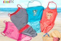 Słońce, plaża i letnia swoboda w strojach COCCODRILLO / Stroje kąpielowe dla dziewczynek
