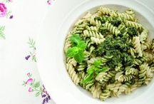 Pungente fuori, tenera dentro / Pungente per antonomasia, poco amata in cucina l'ortica pianta si può trasformare in deliziosi piatti...