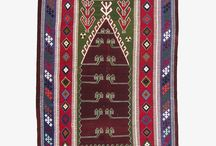 Prayer / Prayer kilims are Turkish handicraft products that come from nomadic cultures and have been shaped by the Islamic faith in ways that have rendered traditional weaving patterns into new forms over time. They are used specifically in the context of prayer and need to be placed over a clean surface to reach full aesthetic effect. Especially in Western and Central Anatolia, some of the best examples of Anatolian craftsmanship is in these stunning prayer kilims.