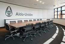 Projects: Aldo Union / In this project we have bet on a one-colour office furniture for single positions and on a mix of materials in collaborative spaces. Informal spaces are very important, where employers can meet in a more relaxed way.