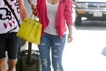 Modevisning  / Kim Kardashian, tycker om hennes klädstil och hår/smink.