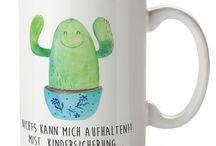 Kaktus - Kollektion / Eine wunderschöne spülmaschinenfeste Keramiktasse (bis zu 2000 Waschgänge!!!) aus dem Hause Mr. & Mrs. Panda, liebevoll verziert mit handentworfenen Sprüchen, Motiven und Zeichnungen. Unsere Tassen sind immer ein besonders liebevolles und einzigartiges Geschenk. Jede Tasse wird von Mrs. Panda entworfen und in liebevoller Arbeit in unserer Manufaktur in Norddeutschland gefertigt.