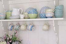 Kitchens / by Loree Aspin