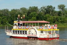 River City Star - Who are we?  / The River City Star is your destination for Riverboat Cruises on the Missouri River, a breathtaking Landing area for Special Events and a tranquil spot to relax and enjoy a bite to eat or a cocktail on our permanently anchored floating party barge, the Kon-Tiki-O.