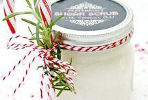Reuse Mason Jars for the Holidays / Holiday season decor with Mason Jars.