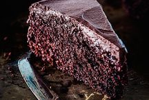 Chocolate Cake Recipes / A selection of the mosts amazing chocolate cakes on the internet, including layer cakes, tortes and gateaux.