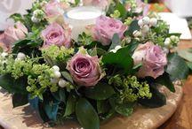 flower wreath table