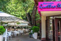 Terasa restaurantului Quatro Stagioni / Restaurantul Quattro Stagioni este amenajat în stil modern, cu mobilier din gama Prosseco, Milan și Pallazo.  Structura este din aluminium și textilină (o împletitură sintetică tratată UV) pentru șezutul și spătarul scaunelor. Mesele sunt din top sticlă de 8 mm securizată, iar copertina umbrelelor este din țesătură de poliester impermeabil, tratat UV.