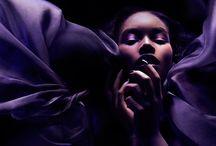 Michael David Adams / Ο Μιχάλης είναι φυσικός γεννημένος καλλιτέχνης. Άρχισε να ζωγραφίζει σε νεαρή ηλικία και καθώς μεγάλωσε και αυτός με την τέχνη του συνειδητοποίησε ότι η φωτογραφία ήταν το μέσο στο οποίο θα μοιραζόταν το όραμά του με τον κόσμο. Μέσω της φωτογραφίας του, δημιουργεί εικόνες που ξεπερνούν το άθροισμα των στοιχείων τους και δημιουργούν μια μόνιμη εντύπωση σε όσους τις βλέπουν.