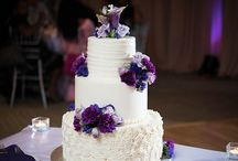 Wedding Cakes / On your wedding day, the dessert your serve your guests is one of your final opportunities to make a lasting impression. DeEtta's makes it a delicious one.  We believe wedding cakes should look beautiful AND taste delightful. Our desserts are scratch-made with real ingredients (eggs, cream, butter, and sugar), hand-crafted, and baked to perfection.