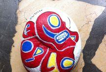 My rocks & ardoises / Peinture sur pierres, ardoises.  Paintings on rocks and other materials.                   París des ardieses seules:130€