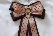 broches &gravata em fitas