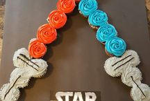Star Wars Cupcakes / Recipes for fun and creative Star Wars themed cupcakes. These cool designs are simple to do and delicious to eat!