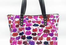 KAHRI HANDBAGS / Handbags with original artwork by Kahrianne Kerr