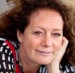 Isa Maron / Isa Maron (1965) schrijft het liefst over herkenbare mensen in bizarre omstandigheden terecht komen en extreme keuzes maken.Isa debuteerde in 2008 met Passiespel, een thriller over een werkende moeder die in de ban raakt van haar SM-minnaar. Het boek won de prijs van 'Beste Nederlandse Vrouwenthriller 2008'. In 2010 volgden Verboden verleden en de minithriller Vrij Zwemmen. In 2011 kwam Schaduwkant uit.
