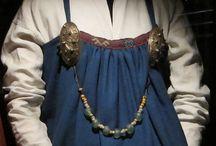 Kostrup apron dress