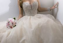 WEDDING // Wedding Dresses & Attire / Inspiration to help you choose the perfect wedding dress of your dreams!