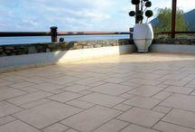Βεράντα - Αυλή (δάπεδο) / Λύσεις για ανακαίνιση σε δάπεδο αυλής - βεράντας με πλακίδια, πέτρα, πατητή τσιμεντοκονία κ.ά. Μάθετε περισσότερα στο www.yparxeilysi.gr