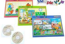 Méthode Mélopie livres-cd-jeux anglais pour enfants de 3 à 6 ans / Méthode Mélopie-School et Stories pour apprendre plus de 400 mots en anglais aux enfants de 3 à 6 ans avec des contes musicaux, des chansons, des jeux. Les enfants abordent aussi la conjugaison et construisent des phrases en anglais. Chaque valisette Mélopie comprend 3 livres en anglais pour enfants, 2 CD, 6 posters, 24 fiches récapitulatives, 1 planche de jeu et 192 cartes à découper pour des cours d'anglais ludiques à la maison.
